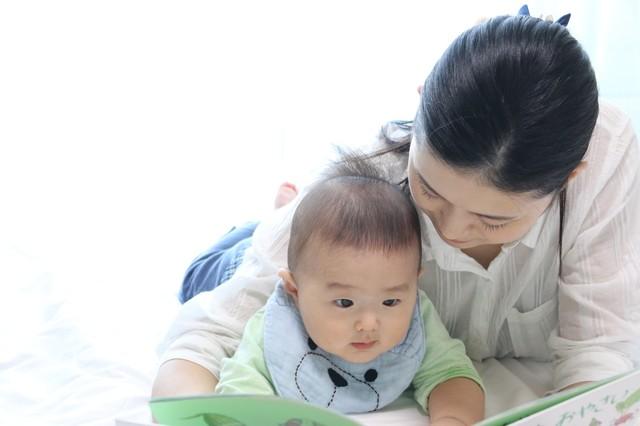 子どもとの読書タイムは、ママにとってもかけがえのない時間です
