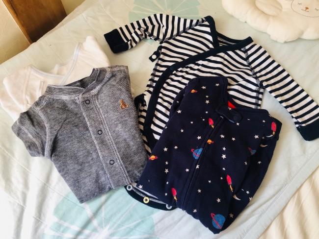 赤ちゃんの肌着や洋服は、いろいろな種類・デザインがあります。必要なものを必要な分だけ揃えるってなかなか難しい!