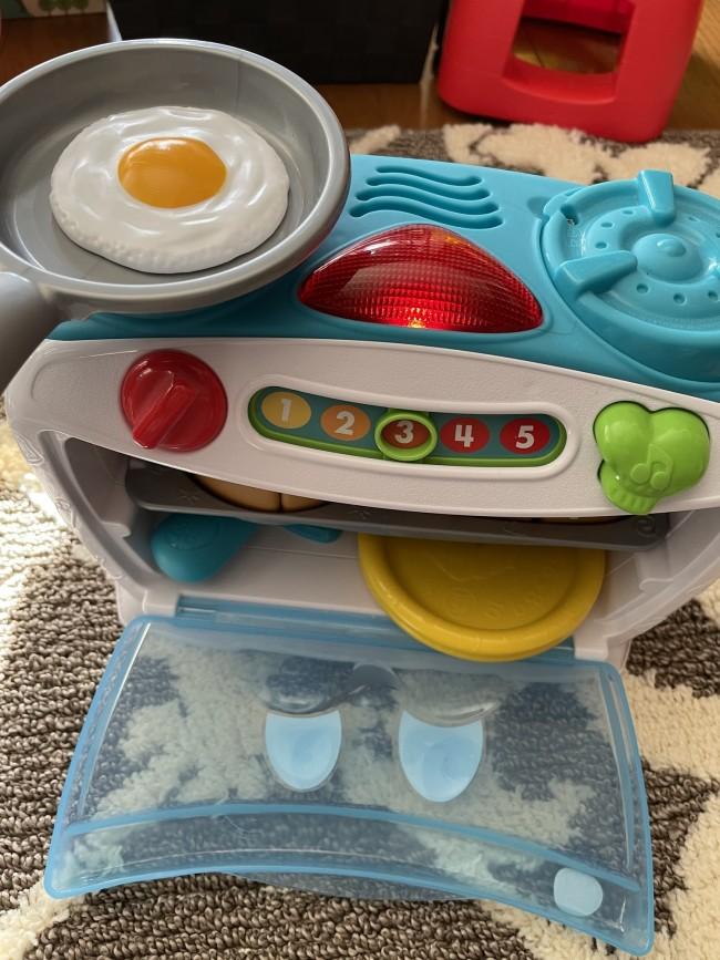左側のコンロは実際にフライパンをのせるとジューっという音と一緒にオーブンが話しかけてくれます
