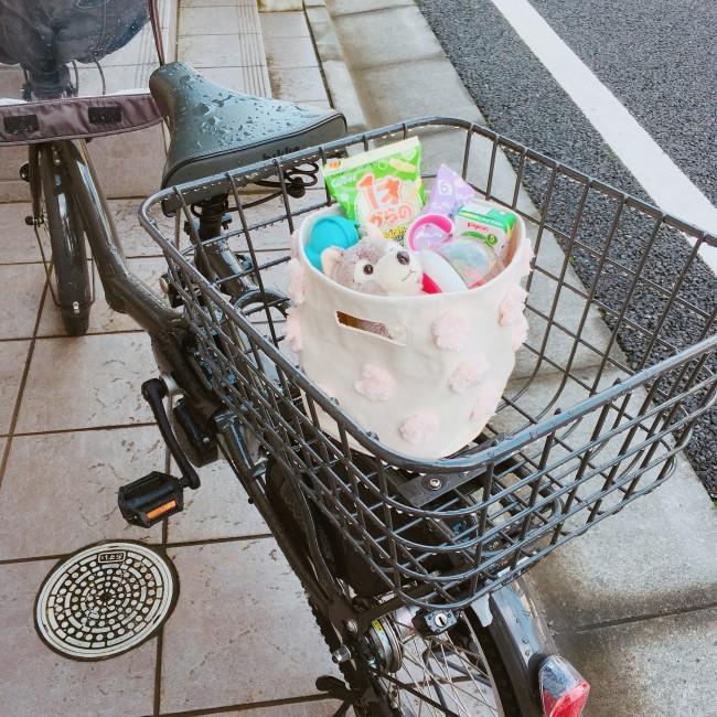 外出時にはそのまま持ち歩くことも。自転車に乗せてもしっかり自立します