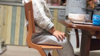 《動きでしなるハイチェア!?》座ってみれば違いがわかる! リエンダーのお食事椅子を試してみました♪
