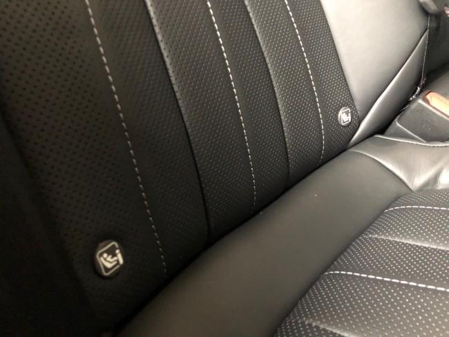 対応している車には、ISOFIXを差し込む位置にアイコンが付いています