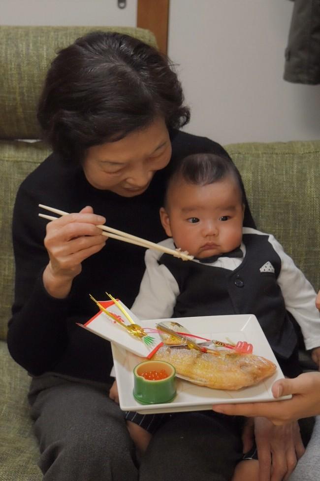 家族を招いて、自宅でお食い初め。準備は大変ですが、素敵な行事です♡