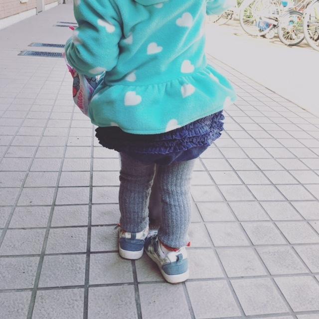 ちらりと覗くかわいいおしり♡ フリフリブルマは、小さな女子だけの特権ですね