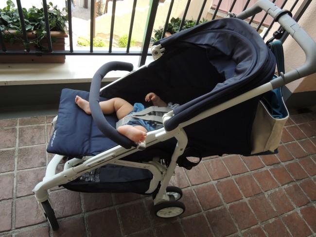 フラットにするとベッドのような状態に。ベビーカーでのお昼寝も、すやすや気持ちよさそう