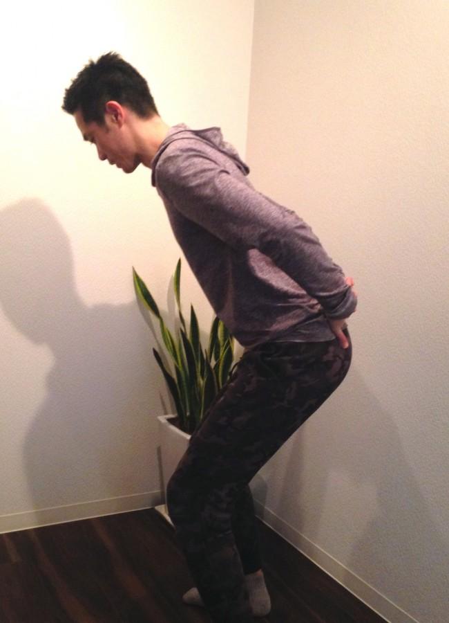 こんな感じでひざを曲げることで、腰の負担減に