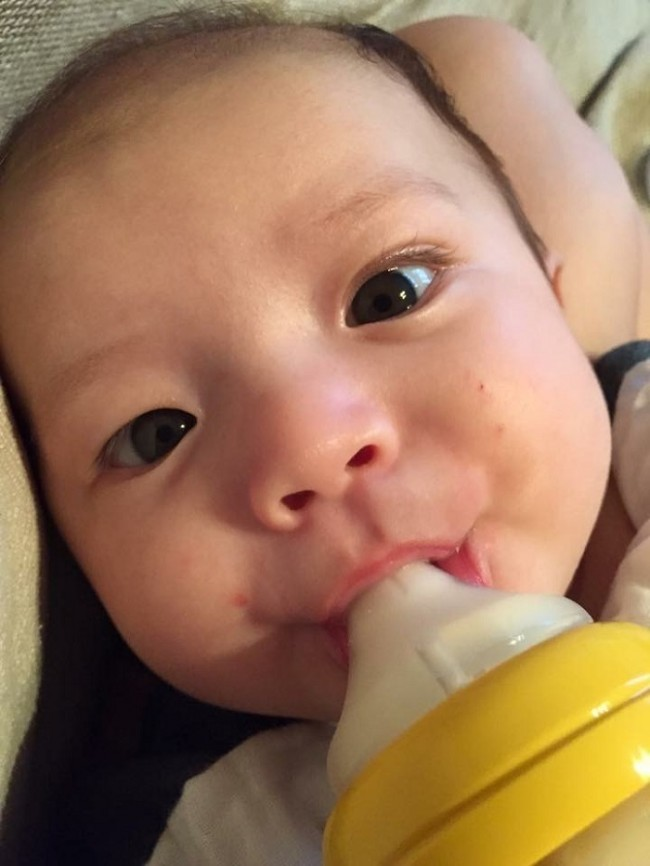 母乳でもミルクでも、授乳時間というのはかけがえなく愛おしいものです♡