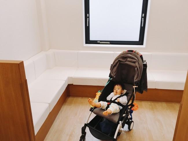 ソファー席は広く、ベビーカーでも問題なく入ることができます