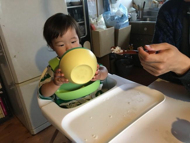 普通の食器だとすぐに遊んじゃう。なんでもおもちゃにしちゃうお年頃