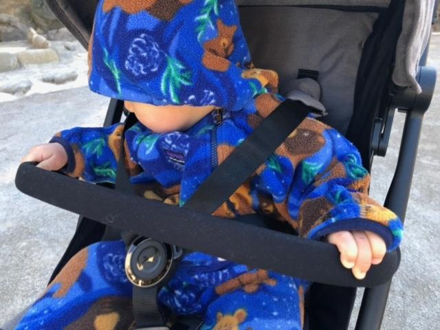 ちなみに1歳ベビーをのせるとこんなかんじ。バーもオプションで購入できるので、安全性が気になるママにはおすすめです