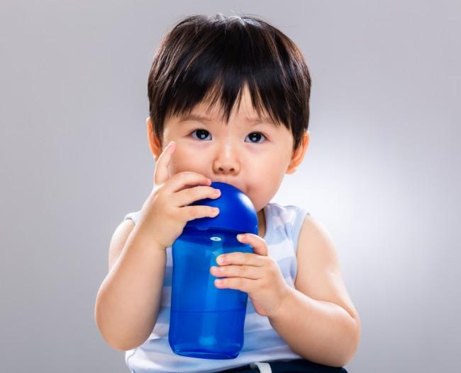 ベビーの水分補給に欠かせない、ストローマグ
