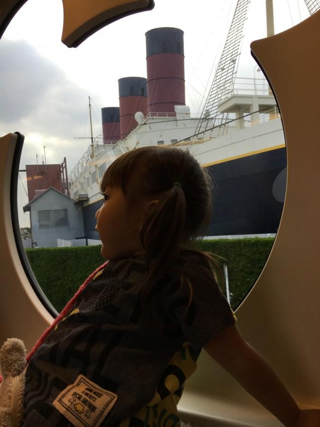 レールウェイに乗って、S.S.コロンビア号をバックに!