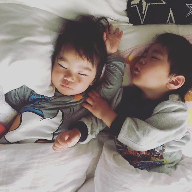 子どもの寝顔は天使。だけど、寝かしつけには苦労します