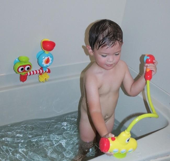 潜水艦のポンプでシャワーが放出!