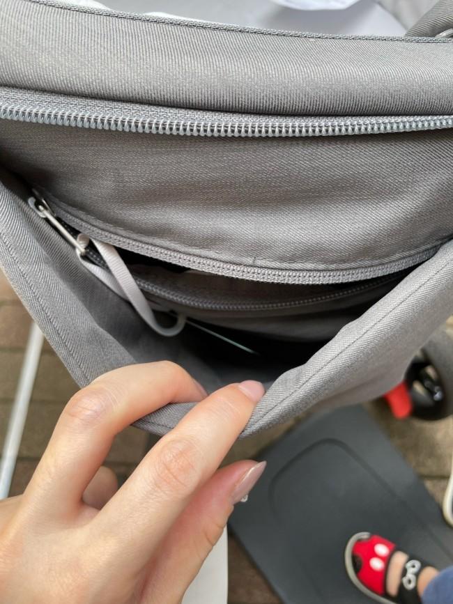 ハンドルに小さなバッグなどを下げずとも、貴重品や取り出すことの多いアイテムを収納できます