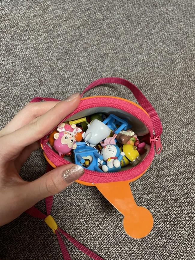 自分で準備をすることが大事。なので、バッグの中身は基本的にはおもちゃだらけ! 子どもはバッグが大きければ入るだけ詰め込むので、ある程度の大きさのものがおすすめ