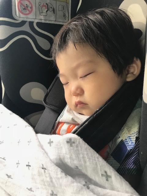 旅行中のチャイルドシートでのお昼寝でも重宝! 長めのお出かけの際には絶対に持っていくアイテム