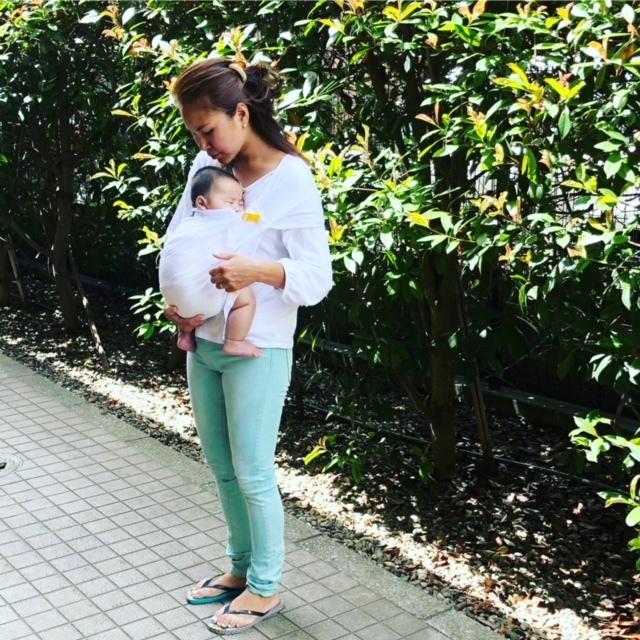 普段使いのものとは別に、最軽量で赤ちゃんがママと密着できる抱っこひもを用意しています