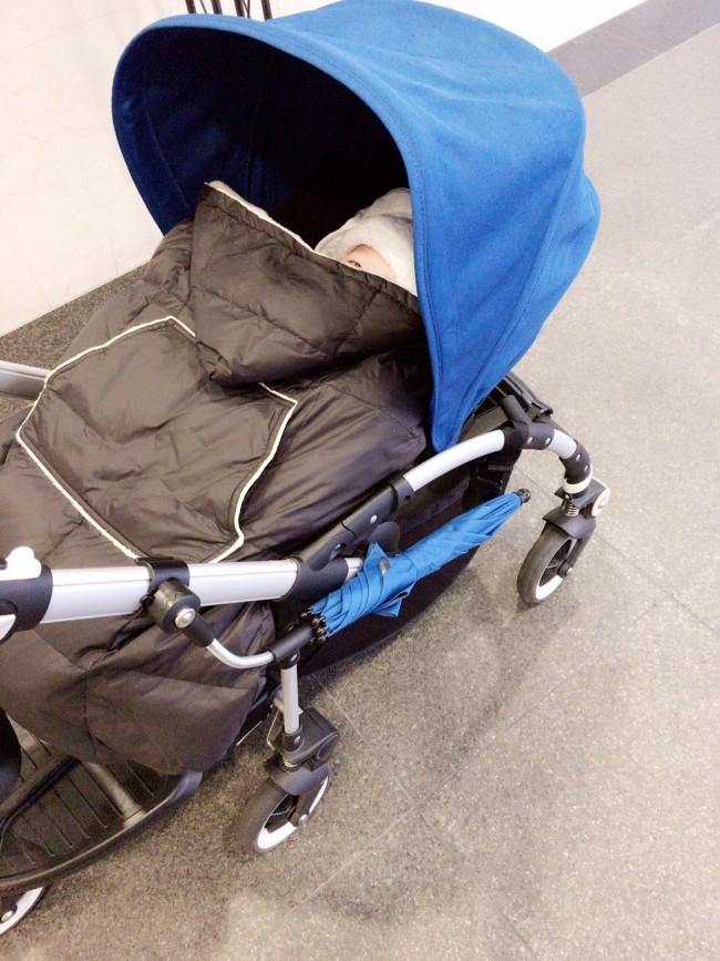 下の子が乗ってもフラットなので安心。0歳〜5歳の3人が使える、万能な一台です!