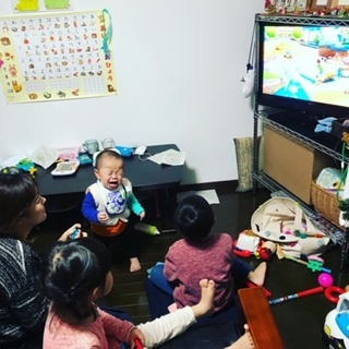 兄妹たちは、ママの家事中がゲームタイム