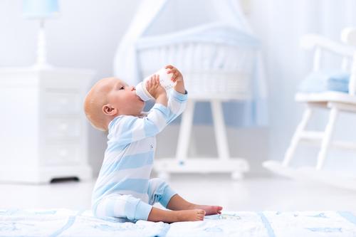 母乳育児をしたいママは、上手に搾乳することで、生活&カラダがラクになります!