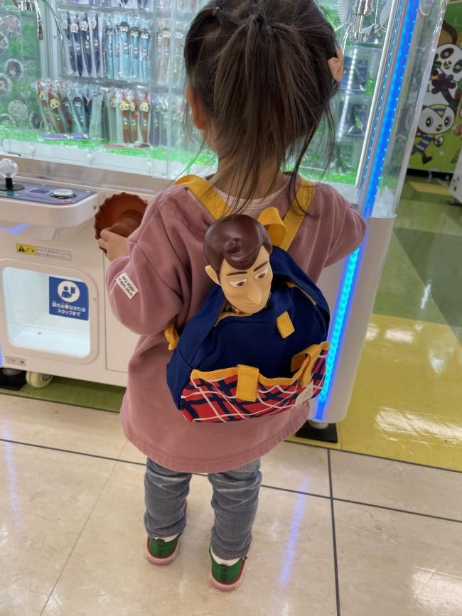 ウッディの人形はどうしても頭が出てしまうのでシュールな見た目に…笑