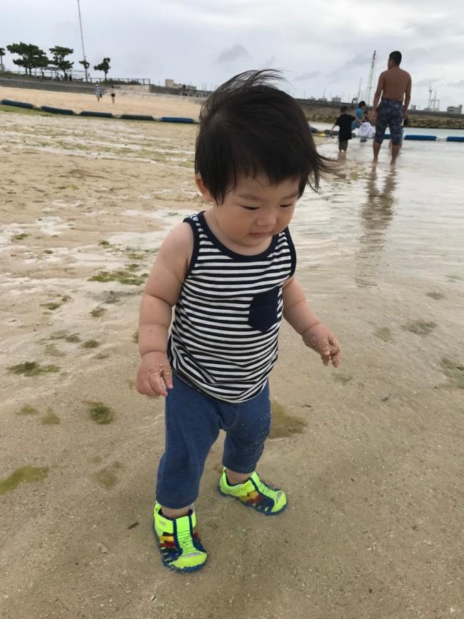 沖縄での海デビューも、IFMEのサンダルで♡