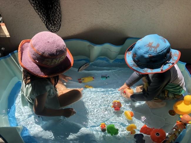 ベランダプールの時も帽子は忘れずに。水遊び時は、乾きやすい素材のものを