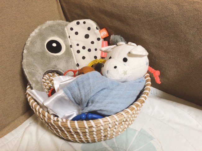 にぎにぎ・なめなめが好きな三男(5ヶ月)のおもちゃ、いろいろ揃えてみました♪
