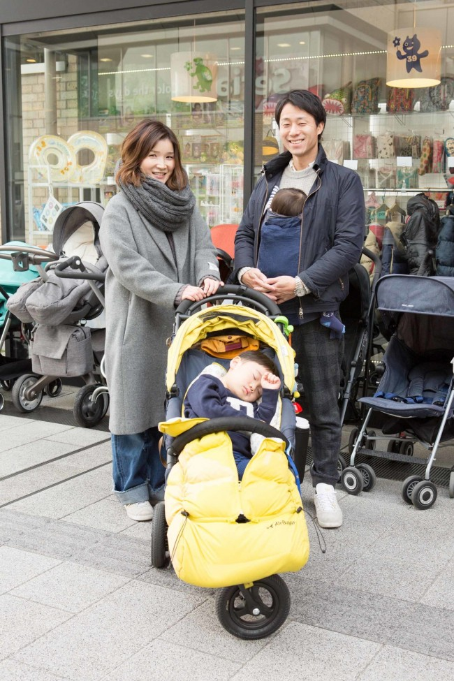 辻運秀さん、文さん、けいとくん(2歳11ヶ月)、なおきくん(11ヶ月)