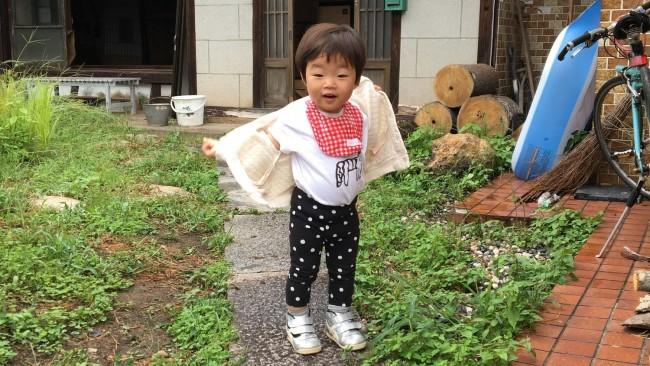 《季節の変わり目、何着せる?》この時期悩みがちな、子どもの服の着せ方