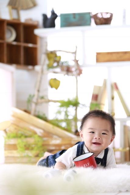 ニッコニコの次男。赤ちゃんの撮り方を心得たプロたちの仕事は、やっぱり素晴らしい!