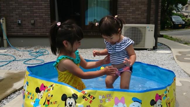 《今年の夏はおうちプールでのんびり》人気のラッフルバッツ新作水着は、タンキニタイプがおすすめ♡