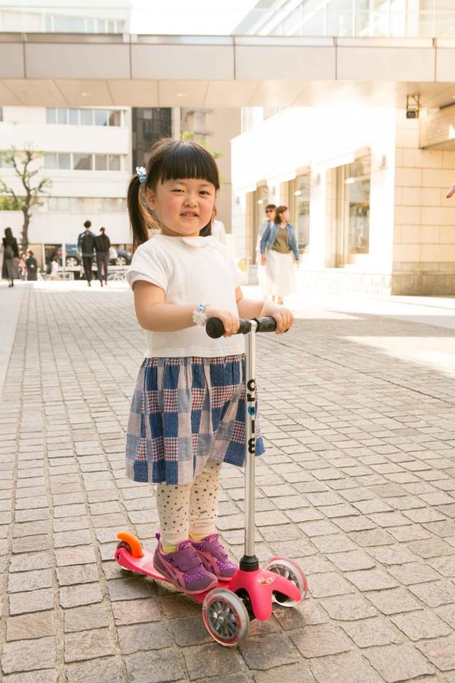 買ってもらったばかりのスクーターはピンク! 元気なHINAKOちゃんにぴったりのカラーリング♡