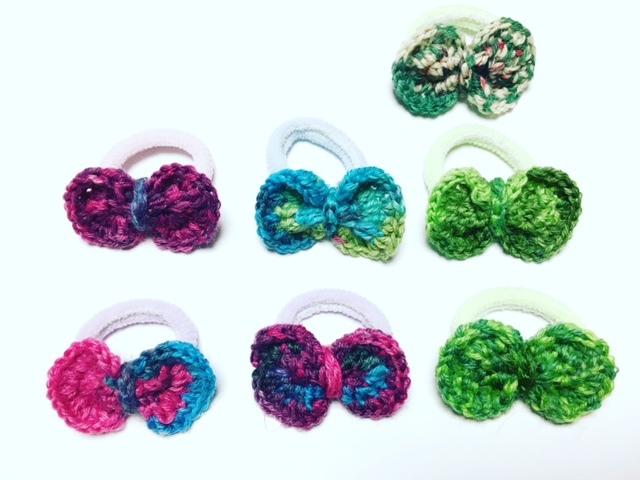 こちらはハンドメイド作品。パイルゴムなら赤ちゃんの髪でも結びやすいです